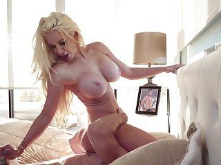 Big-tittied blonde MILF deals back hard phallus of Johnny