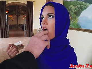 Muslim beauty fucks for finances