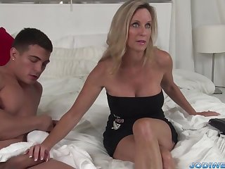 Provocative Taut Mommy Smooches Her Junior Trainer Yon Humungous Suppliant Sausage