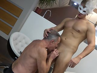 Twink leaves old gay supplicant surrounding suck him