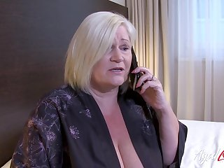 British mature ordered full service with horny chap from hotel room service