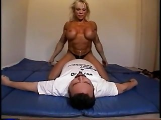 Nude female bodybuilder dominates premier danseur with scissors, facesits, ass smothers and breast