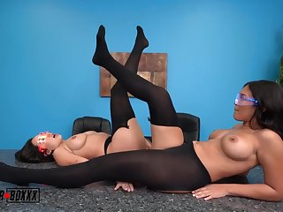 Hypno glasses - Lesbian hot making love pic